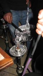 Yiya o pipa de agua en un bar céntrico