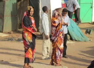 Los atuendos de las mujeres, de lo más fascinante de Sudan. Mezcla musulmana y tribal