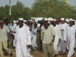 El baile de los sufíes, en Sudan. Antes hubo un entierro en el cementerio