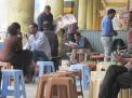 Los puestos de café callejeros en Addis Ababa, Etiopía