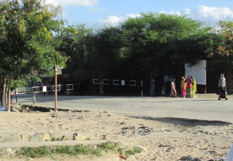 Otra de las barreras ficticias. De un lado Etiopía, del otro Kenia...