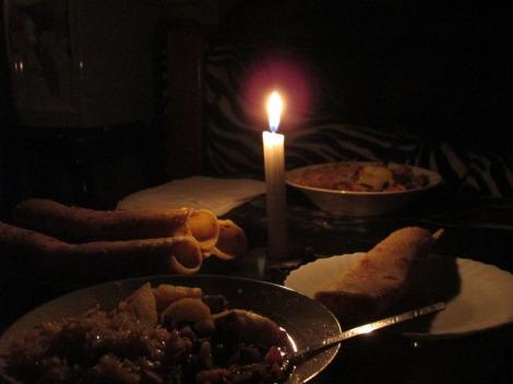 Chapati a la luz de las velas (los cortes de luz son recurrentes)