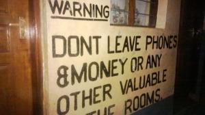 Advertencia en el hotel de Moyale
