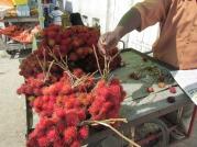 """""""Liches"""", una fruta de la zona de Zanzíbar, Tanzania"""