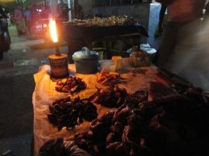 Frutos de mar por trozo en las calles de Stone Town, Zanzíbar