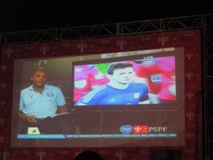 Pantalla gigante para ver la final en Dar es Salaam