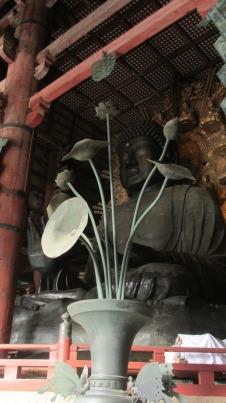Buda de madera gigante, en Nara, Japón.