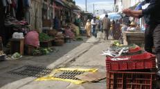Mercado callejero en Tetuán. El pequeño comercio es el sustento de la mayoría.