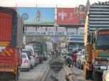 Caos de tránsito en Dar es Salaam, la capital de Tanzania. Como en casi todas las capitales, la enorme cantidad de vehículos es un problema para las estrechas calles y deficientes avenidas que conectan los barrios alejados con las zonas céntricas.