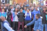 Ronda de baile en plena calle de Pretoria. Los negros son los dueños del espacio público.