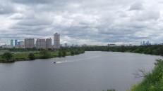 Río Moscova en los suburbios del norte