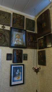 Iconos religiosos en una casa de Rostov del Don
