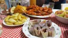 Cangrejos de río y pescado salado, uno de los platos tradicionales en Rostov del Don