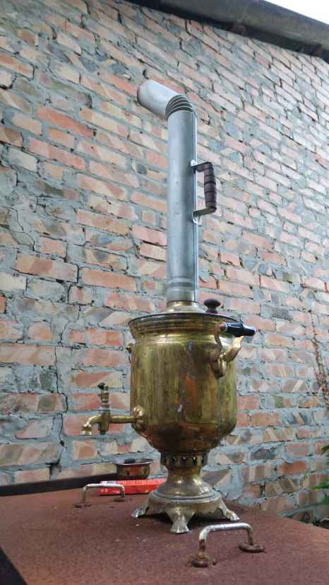 El tradicional Samovar para calentar agua para el té