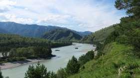 Montañas Altai cerca de Chemal. Río Katún