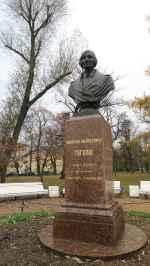 Busto de Gogol, otro de los grandes escritores rusos clásicos.
